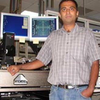 Ashoke Ravi Headshot