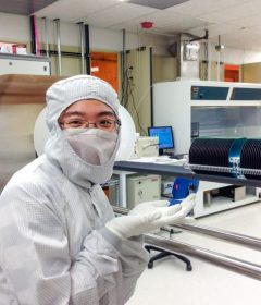 UW ECE student Zheyi Han creates miniturized optical systems for 3D imaging and biomedical diagnostics Thumbnail