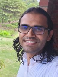 Karthik Mohan Headshot